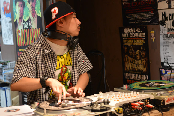 131010_records_turntable_how_to_DJ_1