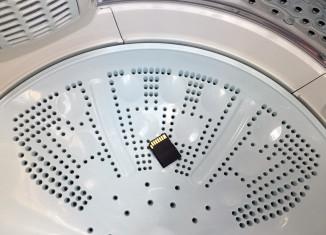 水没どころか、洗濯機にまわしてしまったSDカード(パナソニック製)。自然乾燥で復活できるか……!?