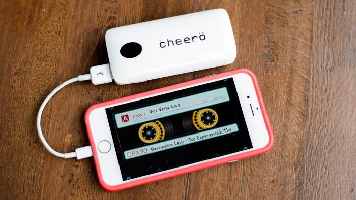iPhone用の超短い(10cm)ライトニングケーブルがおすすめすぎる! Amazonオリジナル品。充電中