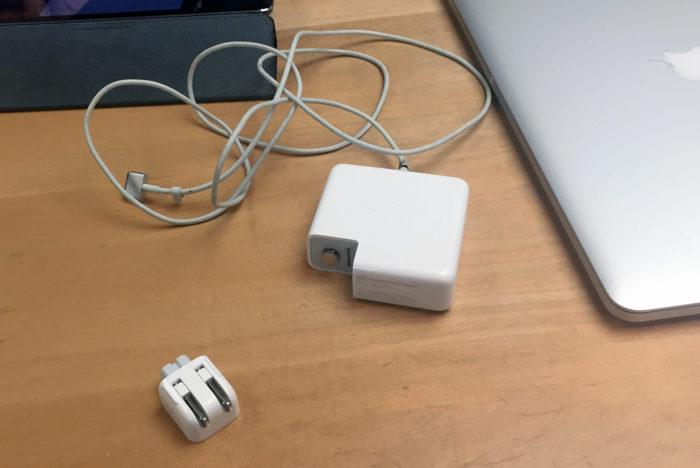 Apple Store、ジーニアスバーにてMacBook Proの電源アダプタの修理