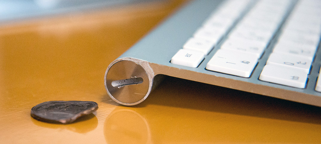 Apple Wireless Keyboard、電池の液漏れで蓋が開かない。分解・修理できました