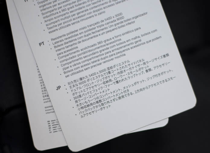 Incase「City Collection Backpack」のタグに書かれた日本語表記
