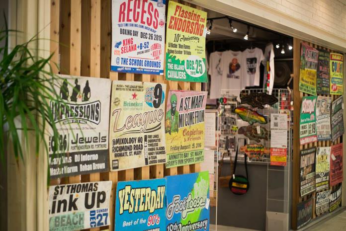 ロッカーズアイランド大阪店の入口外観