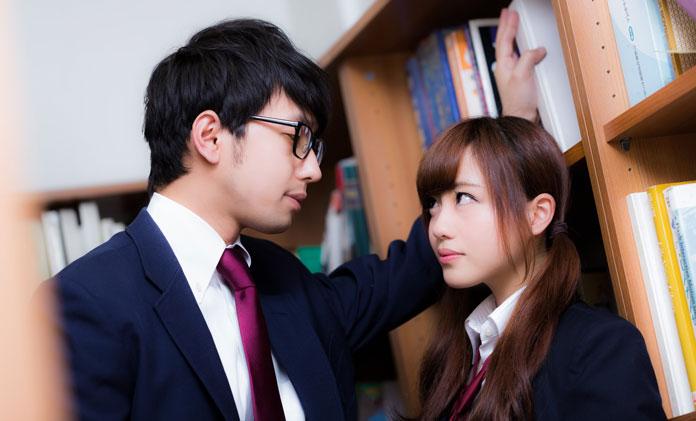 男子高校生と女子高校生