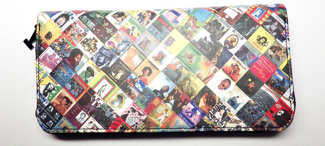 東京のSPECIAL 1と、岩手のJUSTICEがコラボ。レゲエアルバムの総柄長財布を限定発売。