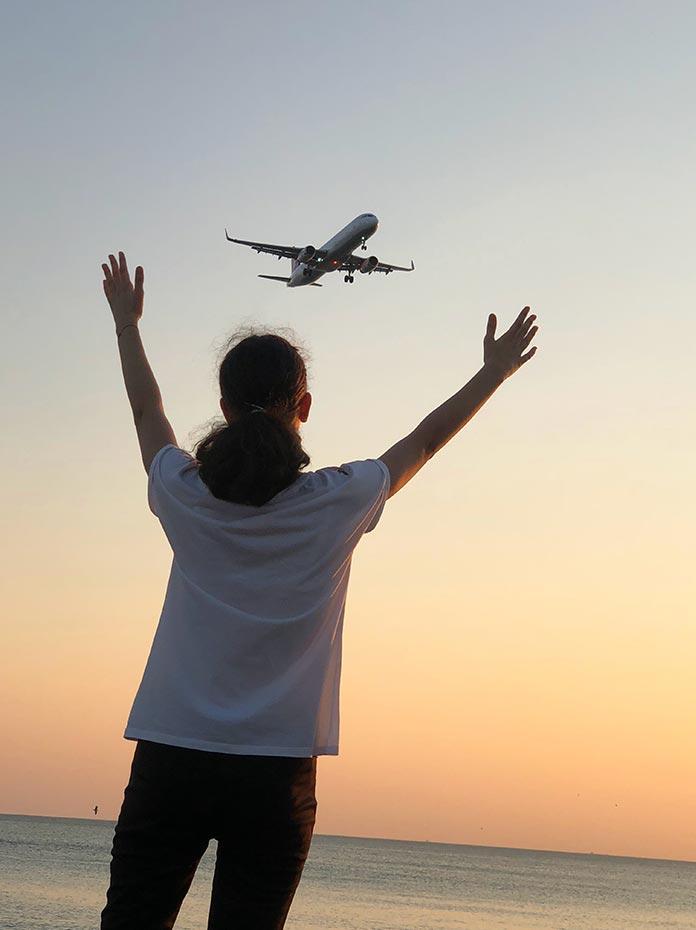 飛行機で海外から輸入